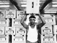 ave-bonar-photo_lower-rio-grande-valley_man-with-box-of-cantaloupe